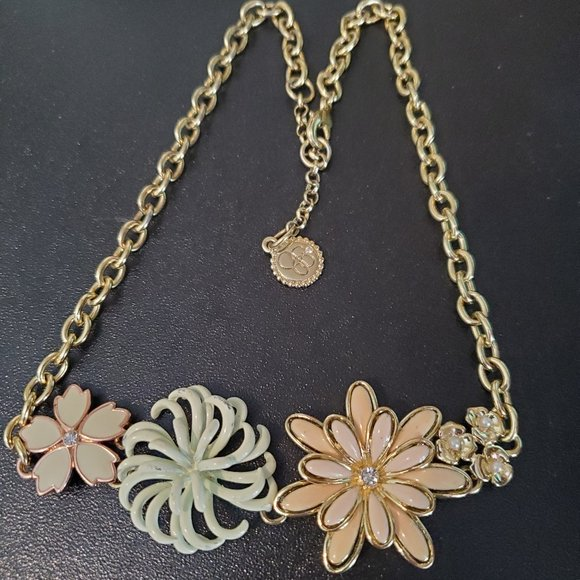 JS Jewelry Gold Tone Flower Cluster Pendant Floral